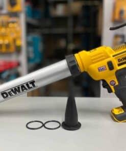 אקדח סיקה / נקניקים 18/20V (כולל סוללה ומטען) Dewalt XR DCE580 דגם עם מהירויות עבודה ANTI DROP יחודי במינו בלי פחמים מחיר מרק