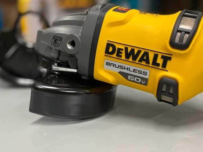 משחזת זווית DEWALT מדגם FLEXVOLT 54/60V דגם DCG414 החזק בקטגוריה דגם שיודע להפיק כח בלתי יאמן ביחס לכלי נטען