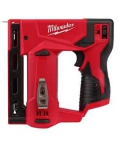אקדח סיכות נטען 12V M12 BST / 2447-20 Milwaukee דגם ייחודי במינו מילווקי נועד לעבודה אינטנסיבית לרפדים נגרים ועוד מחיר