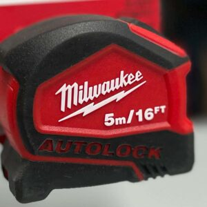 מטר מדידה 5 מ' אורך Milwaukee נעילה אוטומטית 48-22-6817 מילווקי דגם ייחודי במינו נועד לעבודות נגרות ועוד.. מחיר