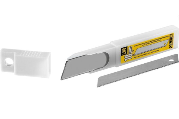 """להב / להבים משוננת לסכין יפני מבית אולפה OLFA מיוצר ביפן דגם של 18מ""""מ מתאים לעבודה ממושכת של מגוון רחב של מקצועותLWB-3B"""